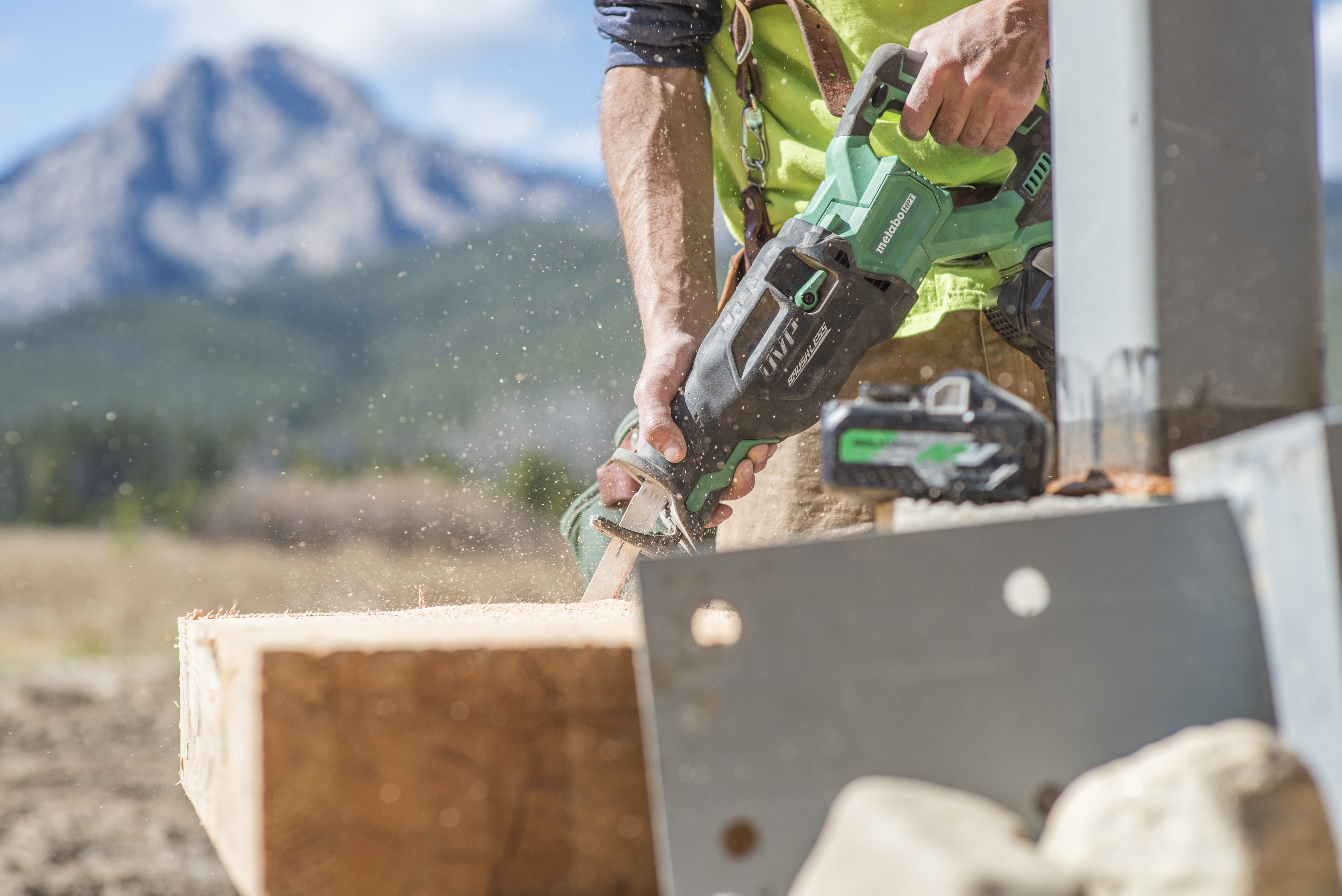 MultiVolt Reciprocating Saw Cutting